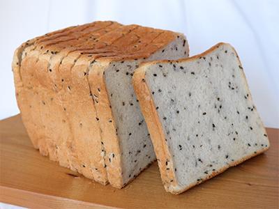 ゴマ食パン写真